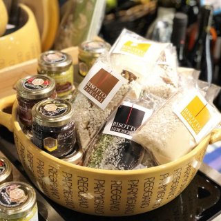 オフィチーナデルグストでは、プロの方が使うような食材から家庭で使いやすい商品まで多数ご用意しております